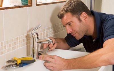 Davie emergency plumber at work